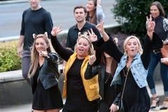 Tazza femminile emozionante dei tifosi dell'istituto universitario per la macchina fotografica Immagini Stock Libere da Diritti