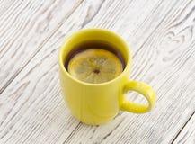 Tazza gialla di tè Fotografia Stock Libera da Diritti