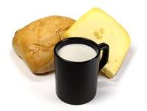 Tazza nera di latte, di formaggio e di pane Fotografia Stock Libera da Diritti