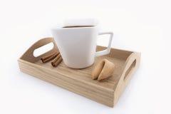 Tazza orientale di tè con il biscotto di fortuna Fotografie Stock Libere da Diritti