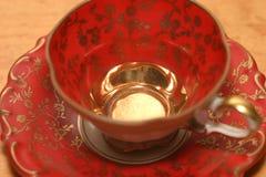 Tazza rossa dell'annata Fotografia Stock