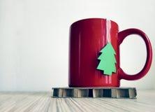 Tazza rossa di Natale di tè Immagini Stock Libere da Diritti