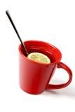 Tazza rossa di tè con il limone e Fotografia Stock Libera da Diritti