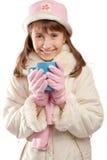 Tazza teenager della holding della ragazza con tè Immagini Stock