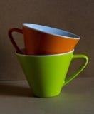 Tazza verde ed arancio Fotografia Stock Libera da Diritti