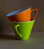 Tazza verde ed arancio Fotografie Stock Libere da Diritti