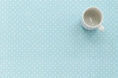 Tazza vuota Priorità bassa del puntino di Polka Fotografia Stock