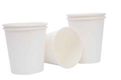 Tazze bianche del cartone per le bevande calde Fotografia Stock Libera da Diritti