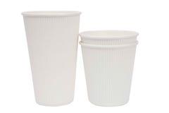 Tazze bianche del cartone per le bevande calde Immagine Stock