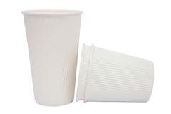 Tazze bianche del cartone per le bevande calde Fotografie Stock
