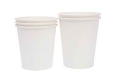 Tazze bianche del cartone per le bevande calde Fotografia Stock