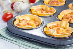 Tazze casalinghe delle lasagne al forno Immagine Stock Libera da Diritti