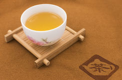 Tazze ceramiche cinesi e sottobicchieri Immagini Stock