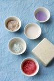 Tazze con una crema cosmetica Fotografia Stock Libera da Diritti