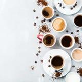 Tazze da caffè e tazze differenti per la prima colazione Fotografie Stock
