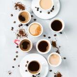Tazze da caffè e tazze differenti per la prima colazione Fotografia Stock Libera da Diritti