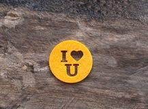 Tazze decorative con l'amore dell'iscrizione Fotografia Stock