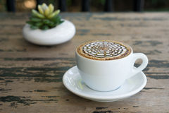 Tazze del caffè della moca sul tablee di legno Fotografia Stock Libera da Diritti