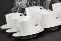 Tazze del caffè espresso con la cottura a vapore del caffè caldo Fotografie Stock Libere da Diritti