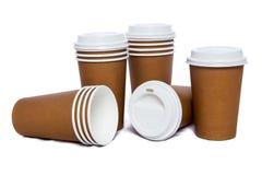 Tazze del cartone per le bevande di freddo e calde Immagini Stock