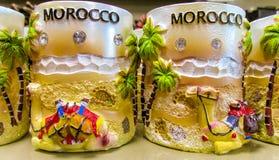 Tazze del ricordo del Marocco al negozio Fotografie Stock
