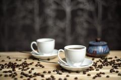 Tazze di caffè e chicchi di caffè Immagine Stock Libera da Diritti