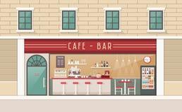 Tazze di caffè e chicchi di caffè freschi intorno Immagini Stock Libere da Diritti