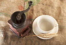 Tazze di caffè e della smerigliatrice Fotografie Stock
