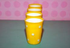 Tazze di plastica gialle Fotografia Stock