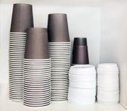 Tazze di plastica per caffè e tè Immagine Stock