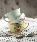 Tazze e cucchiai di tè antichi Immagine Stock Libera da Diritti