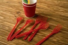 Tazze e forcelle rosse Fotografia Stock Libera da Diritti