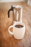 Tazze e tuffatore bianchi del caffè immagini stock