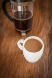 Tazze e tuffatore bianchi del caffè fotografie stock