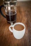 Tazze e tuffatore bianchi del caffè fotografia stock libera da diritti