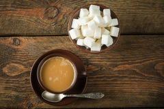 Tazze e zucchero di caffè Immagini Stock
