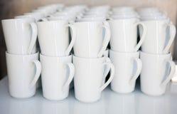 Tazze, tazze ceramiche per tè e caffè Fotografie Stock