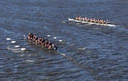 TBC die de linkerrassen van Norwalk Riverright in het Hoofd van de Jeugd Eights rennen van Charles Regatta Men ` s Royalty-vrije Stock Fotografie