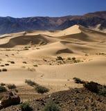 Tíbet - meseta tibetana - dunas de arena del desierto Imagen de archivo libre de regalías