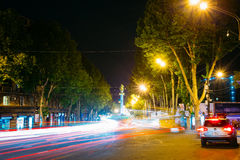 Tbilisi Γεωργία Άποψη νύχτας του μνημείου ελευθερίας, λεωφόρος Rustaveli στοκ φωτογραφία με δικαίωμα ελεύθερης χρήσης