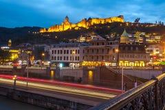 13 04 2018 Tbilisi, Γεωργία - άποψη νύχτας του Tbilisi, ο φωτεινός Στοκ Φωτογραφίες