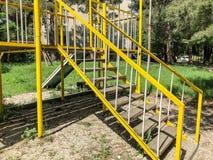 TBILISI, ΓΕΩΡΓΙΑ - - 17 ΜΑΐΟΥ 2018: Παιδική χαρά παιδιών ` s για τα παιχνίδια Κατασκευή σιδήρου στο προαύλιο Στοκ εικόνες με δικαίωμα ελεύθερης χρήσης