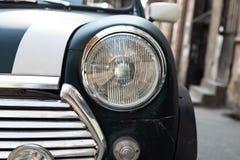 TBILISI, ΓΕΩΡΓΙΑ - 9 ΜΑΡΤΊΟΥ 2016: Το πράσινο Mini Cooper που σταθμεύουν στην οδό στο Tbilisi, Γεωργία στοκ εικόνες