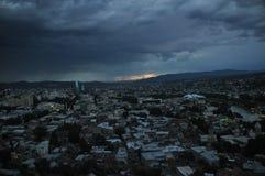 tbilisi Ansicht der Stadt und des Monuments zur Mutter von Georgia vom Hügel Lizenzfreies Stockbild