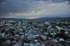 tbilisi Ansicht der Stadt und des Monuments zur Mutter von Georgia vom Hügel Lizenzfreie Stockfotos