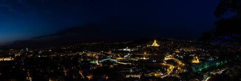 Tbilisi dans la nuit Image stock