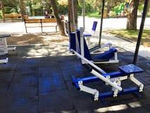 TBILISI, GEÓRGIA 17 DE MAIO DE 2018: Exercite o equipamento em um parque público em Tbilisi, Geórgia Foto de Stock Royalty Free