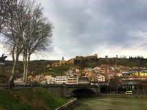 TBILISI, GEÓRGIA - 11 DE MARÇO DE 2016: Vista da cidade de Tbilisi, Geórgia Fotos de Stock