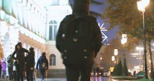 Tbilisi, Geórgia - 22 de novembro de 2018: Povos que andam perto do palácio de Vorontsov no tempo de Shota Rustaveli Ave During N vídeos de arquivo