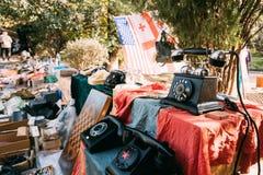 Tbilisi, Geórgia Feira da ladra da loja do vintage retro velho das antiguidades Imagens de Stock Royalty Free